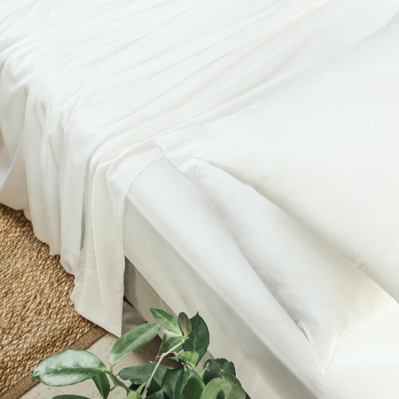 Ettitude sheet set in white