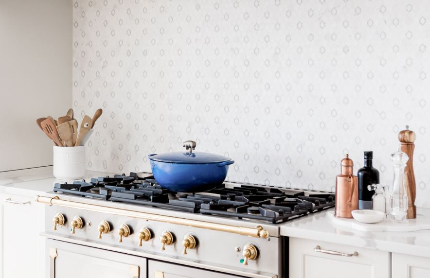 Looking for a Change in the Kitchen? Prepare your Meal in a Dutch Oven!